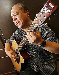 Alfred Ho with his guitar
